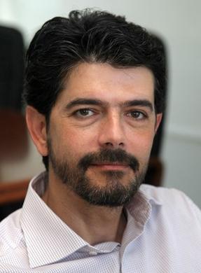 Ο διευθυντής της Κλινικής, Γιώργος Λαζόπουλος, σε επιστολή του δηλώνει πλέον αδυναμία να συνεχίσει να διοικεί το συγκεκριμένο τμήμα υπό αυτές τις συνθήκες