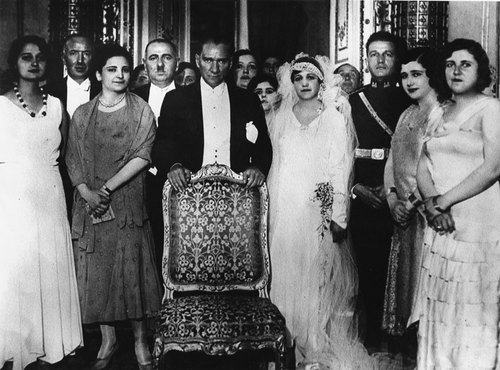 Με τον Μουσταφά Κεμάλ Ατατούρκ στον γάμο τους